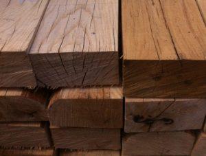 traverse en bois traverse réformée traverse neuve en pin maritime traverse en chêne traverse réformée traverse délimitation de chemins mur de retenue délimitation d'espaces verts