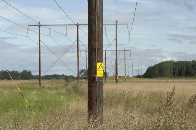 poteau de ligne téléphonique poteaux de ligne téléphonique poteau de ligne électrique poteaux de ligne électriques